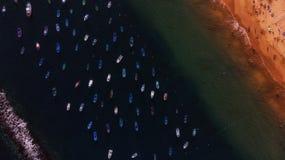 Barche accanto alla spiaggia fotografia stock