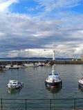 Barche al faro di New Haven, Edimburgo, Scozia, Regno Unito immagini stock