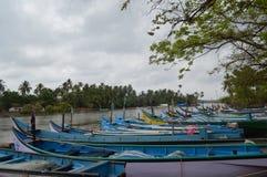 Barche al fiume di Nerul, Goa fotografie stock libere da diritti