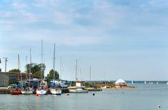 Barche al pilastro, barche sull'acqua Fotografia Stock