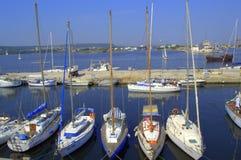 Barche ancorate nel porto dell'yacht Fotografia Stock