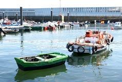Barche ancorate nel porto di Finisterre Immagine Stock