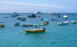 Barche ancorate in Puerto Baquerizo Immagine Stock Libera da Diritti