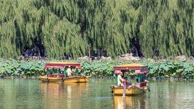 Barche antiche di giro di stile nel lago Beihai, Pechino, Cina Immagine Stock Libera da Diritti