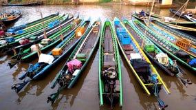 Barche, in attesa i passeggeri Fotografia Stock Libera da Diritti