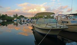 Barche attraccate di mattina Fotografia Stock