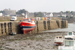 Barche a bassa marea in un porto Fotografia Stock