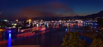 Barche che viaggiano alla notte Fotografia Stock