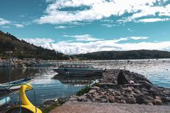 Barche in Copacabana, Bolivia fotografia stock libera da diritti