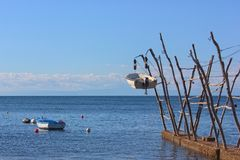Barche d'attaccatura tradizionali di Istrian in Savudrija e in Umag, Croazia immagini stock