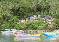 Barche davanti al cimitero Fotografia Stock Libera da Diritti