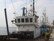 Barche dei pescatori alla porta Immagini Stock
