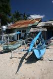 Barche del Bali e capanne della spiaggia Fotografia Stock Libera da Diritti