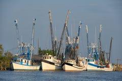 Barche del gambero all'ancoraggio fotografia stock