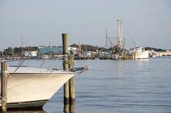 Barche del gambero nel pomeriggio fotografie stock libere da diritti