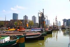 Barche del porto della città di Rotterdam - Paesi Bassi Fotografia Stock