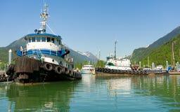 Barche del rimorchiatore al porto di skagway Fotografia Stock