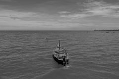 Barche delle industrie della pesca costiere in bianco e nero Fotografia Stock