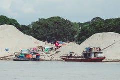 Barche di abitazione birmane sul Irrawaddy immagini stock libere da diritti