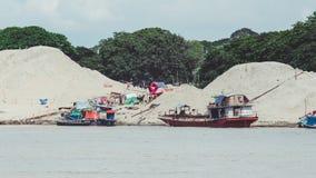 Barche di abitazione birmane sul Irrawaddy fotografia stock