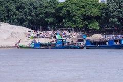 Barche di abitazione birmane sul Irrawaddy fotografia stock libera da diritti