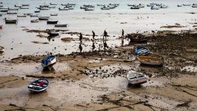 Barche di bassa marea dell'oceano Immagini Stock