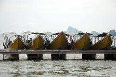 Barche di fila in Tailandia Fotografia Stock Libera da Diritti
