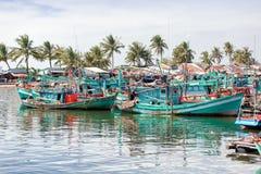 Barche di Fishermans al villaggio del pescatore, isola di Phu Quoc, Vietnam immagine stock