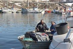 Barche di Fishermans sul mare Glaciale Artico nel marinaio di Ilulissat, Groenlandia Maggio 2016 Fotografia Stock Libera da Diritti