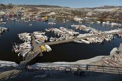 Barche di Fishermans sul mare Glaciale Artico nel marinaio di Ilulissat, Groenlandia Maggio 2016 Immagini Stock Libere da Diritti
