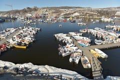Barche di Fishermans sul mare Glaciale Artico nel marinaio di Ilulissat, Groenlandia Maggio 2016 Fotografia Stock