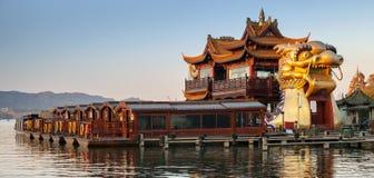 Barche di legno cinesi di ricreazione e nave del drago Fotografia Stock Libera da Diritti
