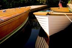 Barche di legno classiche messe in bacino