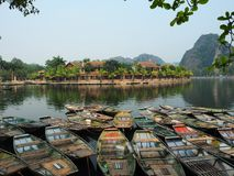 Barche di legno in fiume Fotografie Stock Libere da Diritti