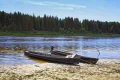 Barche di legno prolungate insolite della gente di Mansi in Siberia Fotografia Stock Libera da Diritti