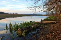 Barche di legno sulla sponda del fiume Fotografia Stock Libera da Diritti