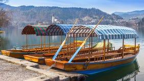 Barche di legno tradizionali, lago sanguinato Fotografie Stock