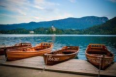Barche di legno tradizionali in sanguinato in Immagine Stock Libera da Diritti