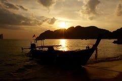 Barche di Longtail al tramonto Fotografia Stock