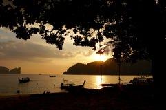 Barche di Longtail al tramonto Fotografie Stock