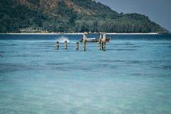 Barche di Longtail dall'aria, isola di paradiso, acqua cristallina, paesaggio di stupore, su fyre fotografia stock libera da diritti