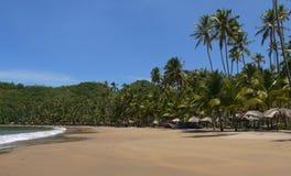 Barche di mare della sabbia alla spiaggia tropicale fotografia stock