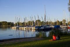 Barche di navigazione al tramonto Fotografia Stock Libera da Diritti