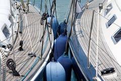 Barche di navigazione state allineate Immagini Stock Libere da Diritti