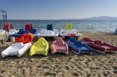 Barche di plastica nei colori differenti Fotografia Stock Libera da Diritti