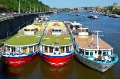 Barche di Praga, navi da crociera Fotografia Stock