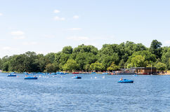 Barche di rematura a Serpentine River, Hyde Park Fotografia Stock Libera da Diritti