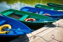 Barche di svago ad un pilastro Fotografia Stock Libera da Diritti