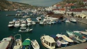 Barche e barche agli ancoraggi stock footage