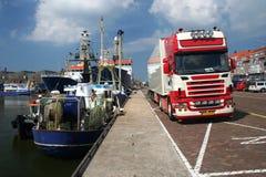 Barche e camion Immagini Stock